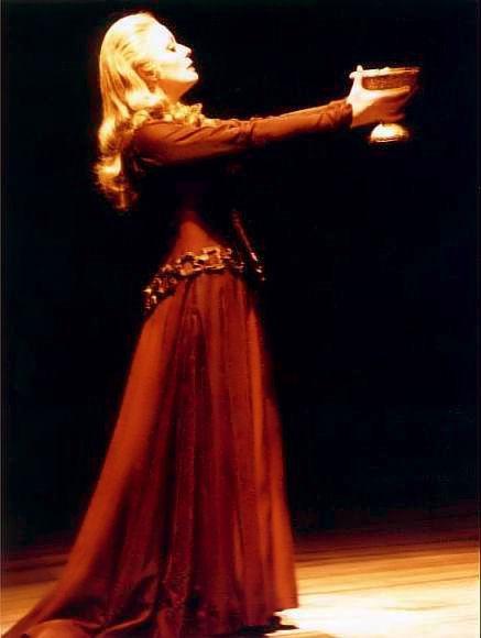 Gvinet Džons kao Izolda (Njujork, 1981)